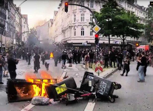 Barrikade brennt